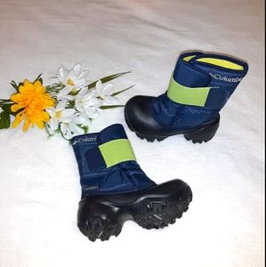 Toddler boy's size 8 COLUMBIA snow boots